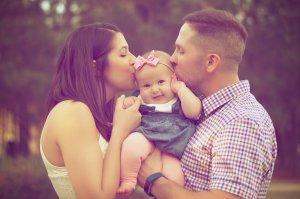 äiti, isä ja lapsi